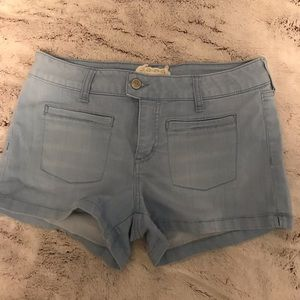 LIGHT WASH BLUE DENIM SHORTS